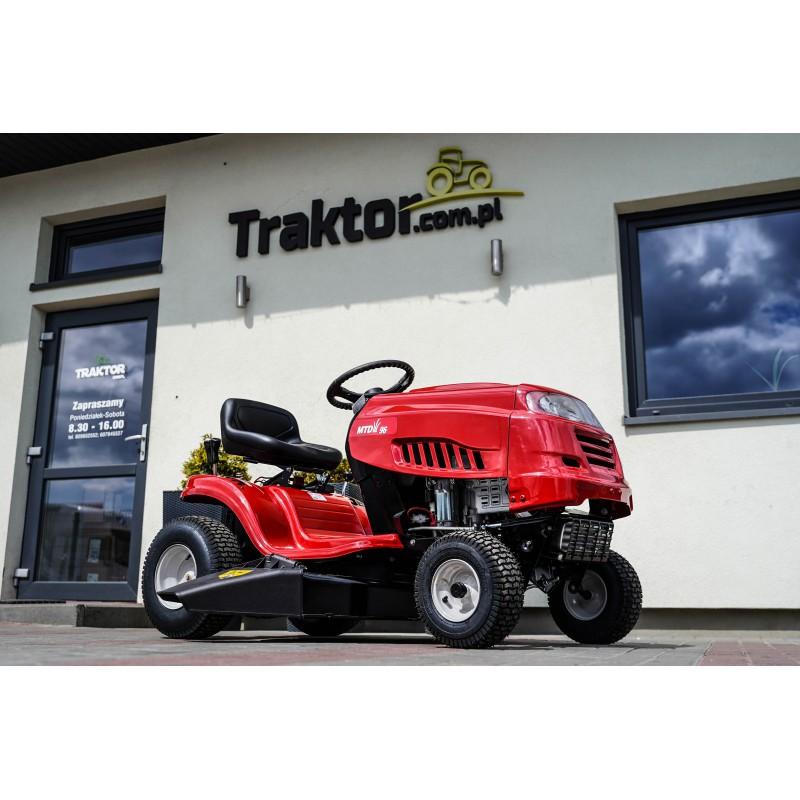 Traktor ogrodowy z wyrzutem bocznym MTD 96