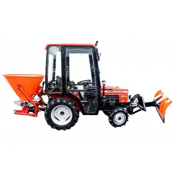 Traktoren mit Anbaugeräten